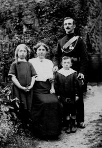 c.1913 The Rowlandson Family Tom, Hannah (oka Lily)  Mary (oka Polly) & Benjamin